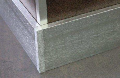 Plinthes aluminium